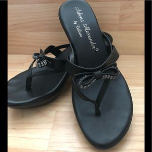 Athena Alexander by Callisto black sandals. EUC